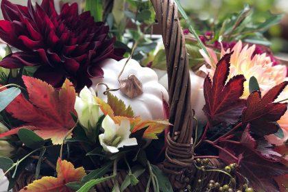 ハロウィン ワークショップ レッスン ホワイトパンプキン かぼちゃ 秋色 花材 クリスマス リース スワッグ